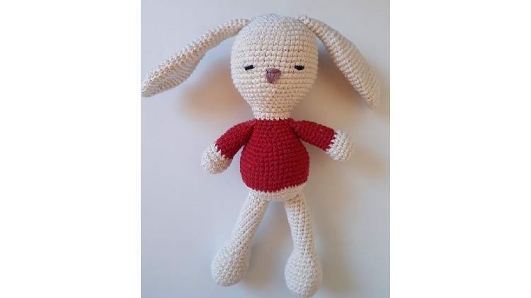 Coneja de Amigurumi. Muñeco de apego