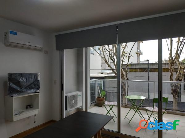 Departamento con balcón terraza y cochera fija en palermo holywood.