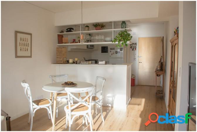 Impecable departamento de 2 ambientes, ubicado en edificio de categoría