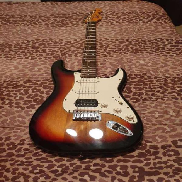 Guitarra electrica squier fender stratocaster con accesorios