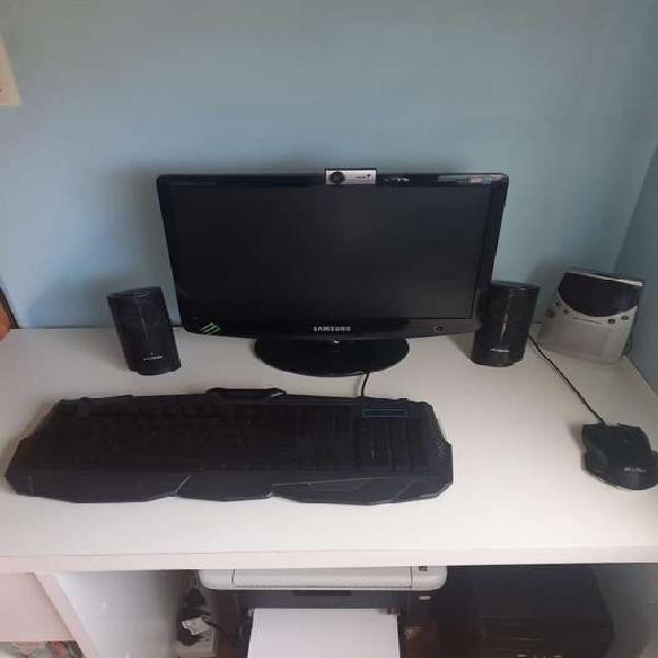 Pc escritorio con monitor