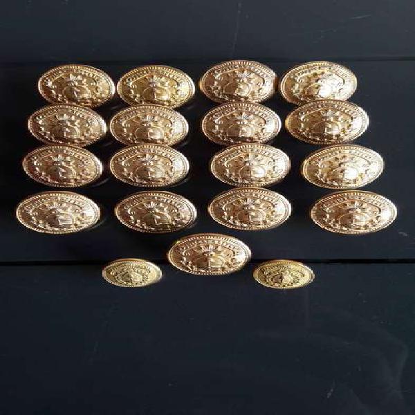 Antiguos botones dorados con escudo nacional argentino