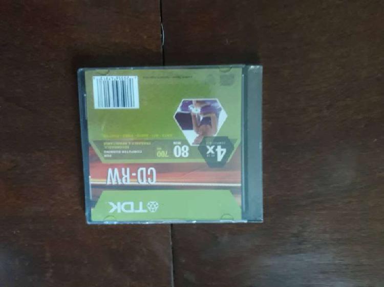 Caja con cd virgen