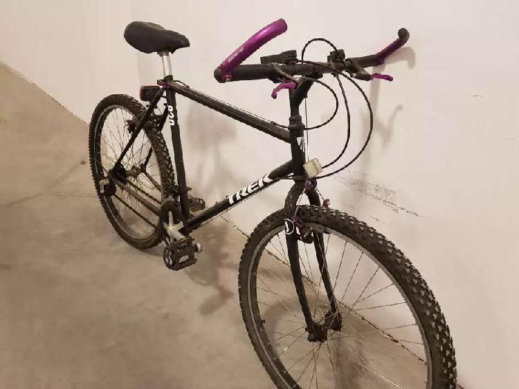 Vendo bicicleta de montaña trek 820. única mano, repintada