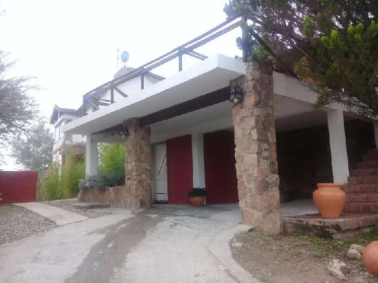 Carlos paz, chalet villa del lago, de quebracho y vistas