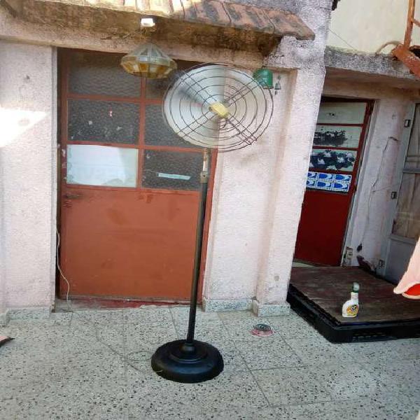Antiguo ventilador de pie famax