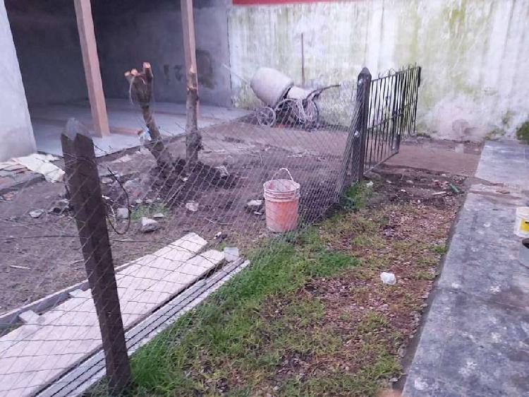 Portón y alambre romboidal