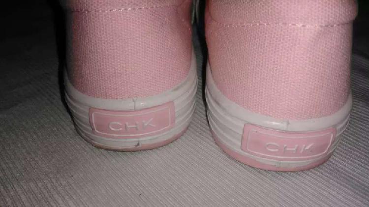 Zapatilla de tela marca cheeky para nena rosa
