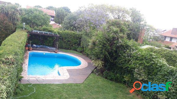 chalet categoria Los Troncos - 4Amb., pl room, parque y piscina 1