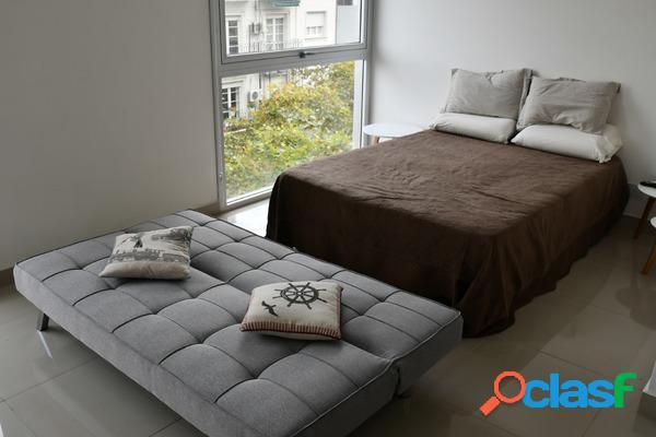 Monoambiente, moderno, nuevo, con balcón, laundry, aire frío - calor, frente a medrano.