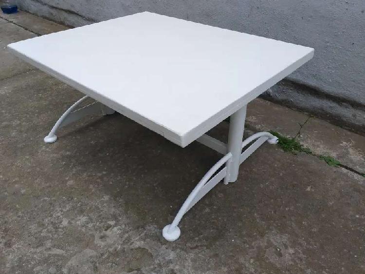 Mesa ratona base hierro tapa 80 x 65 cm 2500$ zona centro..