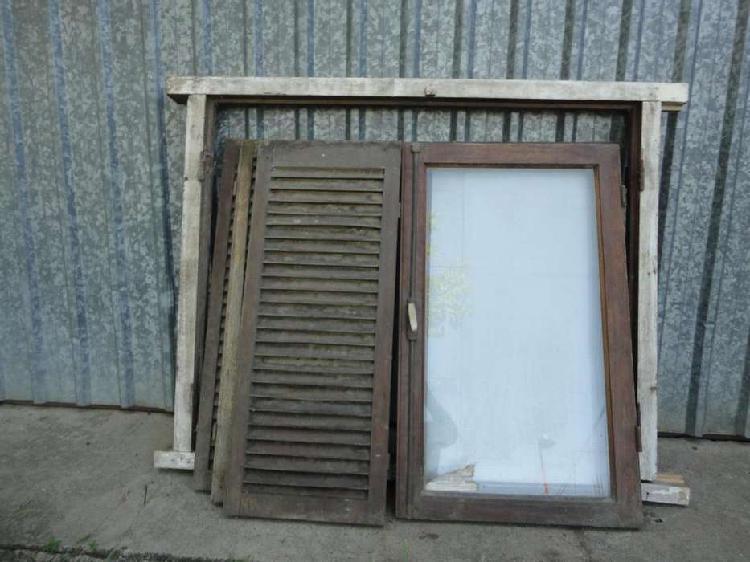Ventana madera marco 2 hojas vidrio y 3 persianas