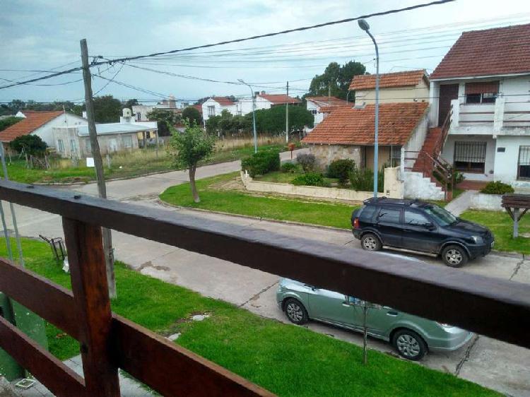 Ph 2 ambientes a la calle con balcón. zona faro norte