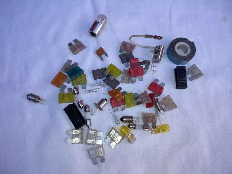Pack de fusibles y lámparas para automovil