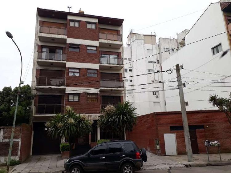 Semipiso 3 amb externo con doble balcón y cochera cubierta.