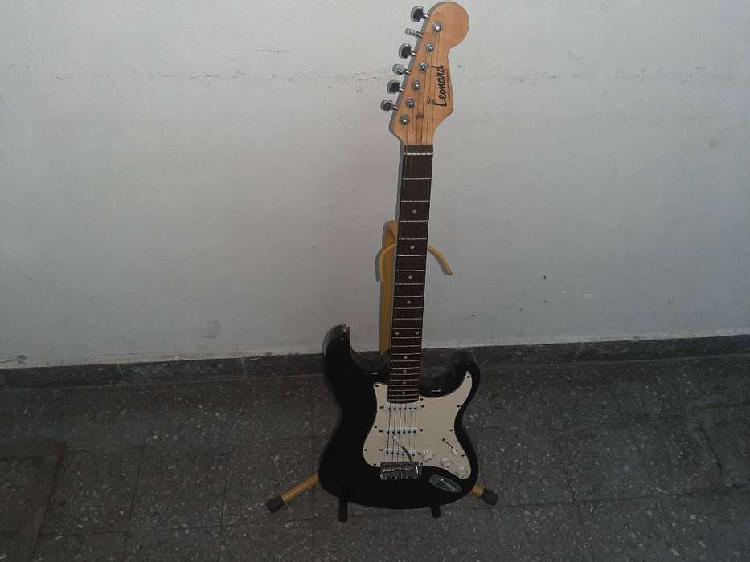Vendo ultimas guitarras eléctricas strato leonard con pie