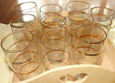 Juego de 10 vasos pequeños de vidrio con finas franjas