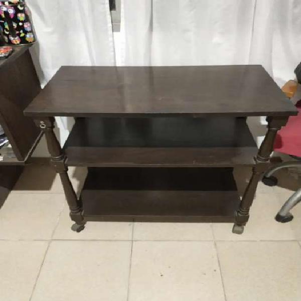Mesa con rueditas para tv