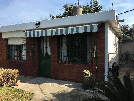 Casa fondo en venta en bernal oeste