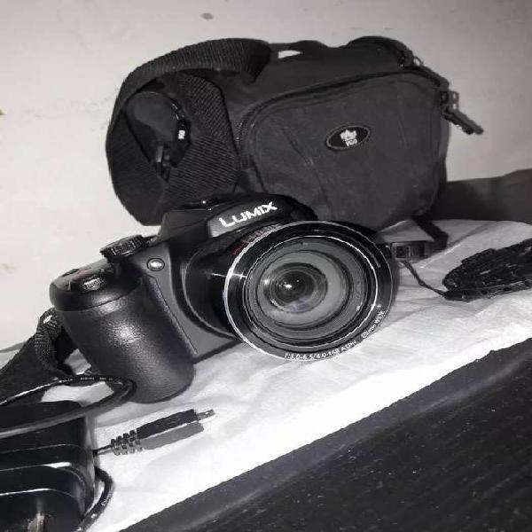 Cámara de fotos Lumix Panasonic.