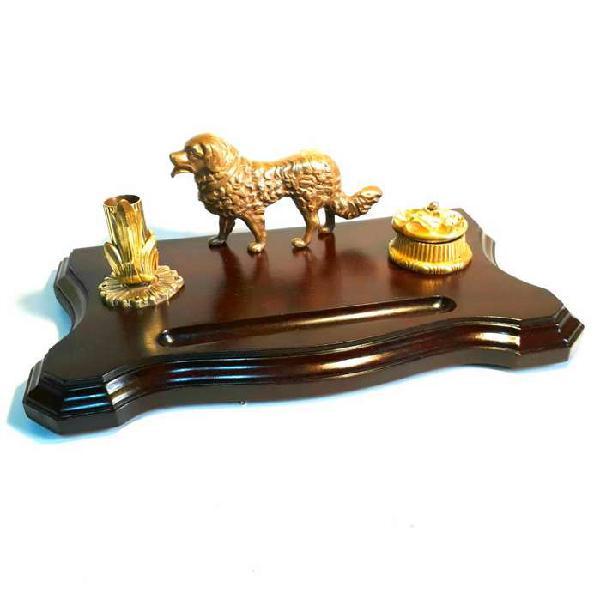 Antigua escribanía de caoba con figura de perro