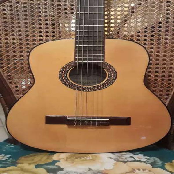 Guitarra antigua casa núñez