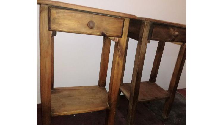 NUEVO-LIQUIDO. 2 mesas de luz altas en madera maciza