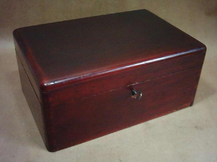 Caja estuche antiguo madera lustrada con cerradura y llave