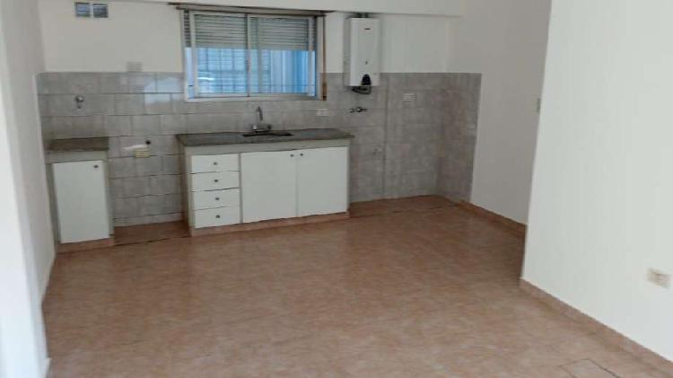 Departamento tipo casa en alquiler en villa dominico