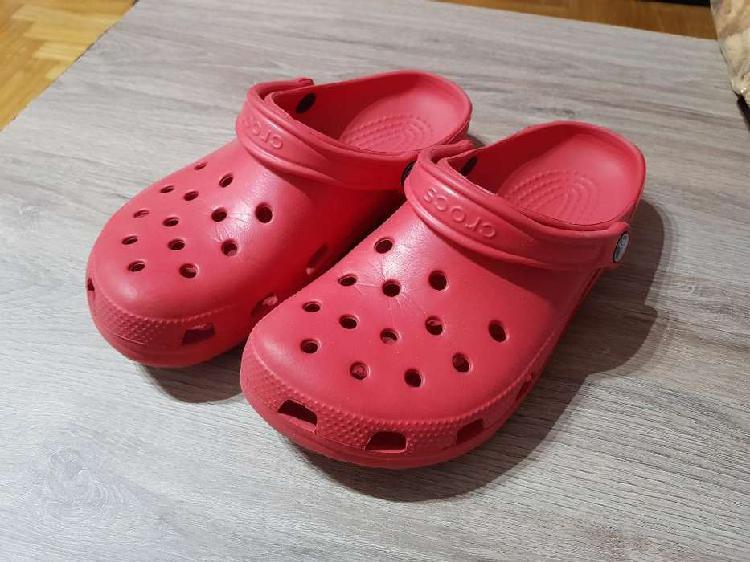 Liquido mudanza crocs rojas unisex m7 w9 (talle 38 39)