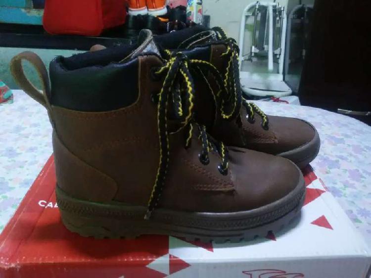 Vendo zapatillas y zapatitos bb
