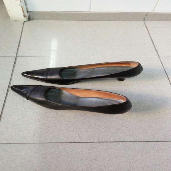 Zapatos de cuero 40 con punta charolada