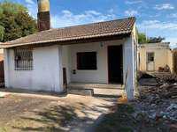 Vende casa con amplio lote de 383m2