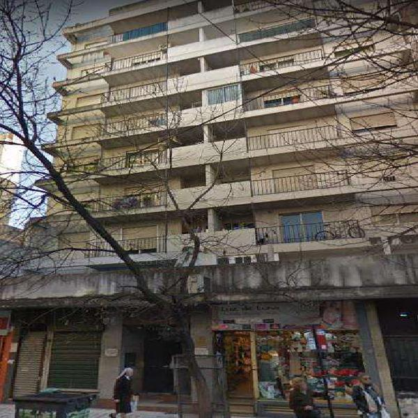 Bº centro: departamento un dorm c/ balcón - sobre calle 27