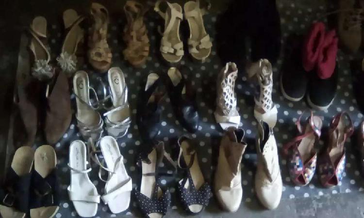 Gran lote de calzados usados