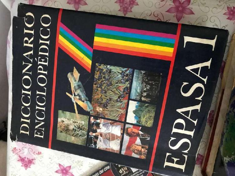 Libros, revistas, diccionarios, atlas, etc.
