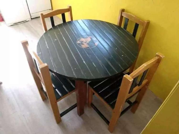 Mesa redonda de madera + 4 sillas vintage