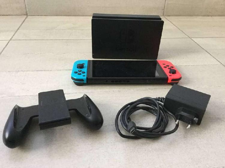 Nintendo Switch con estuche + juegos+ SD 32GB