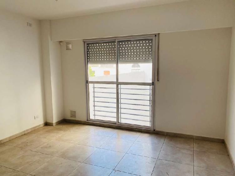 En venta monoambiente con balcon 29 m2 - zeballos al 1600