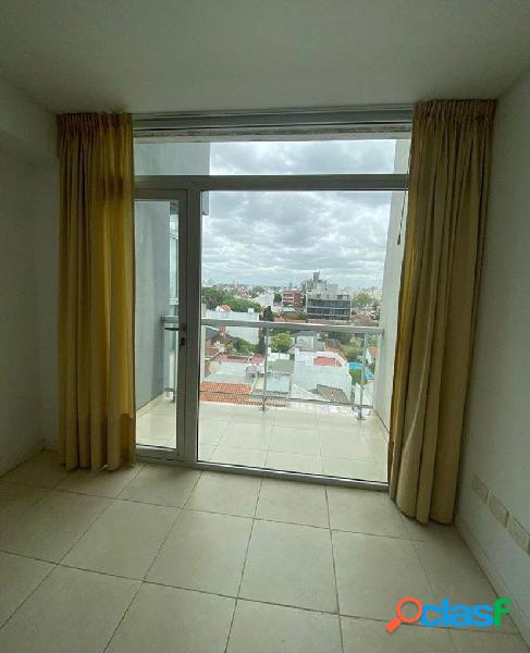 Depto dos ambientes externo, living comodo con balcon, dormitorio en suite y cochera