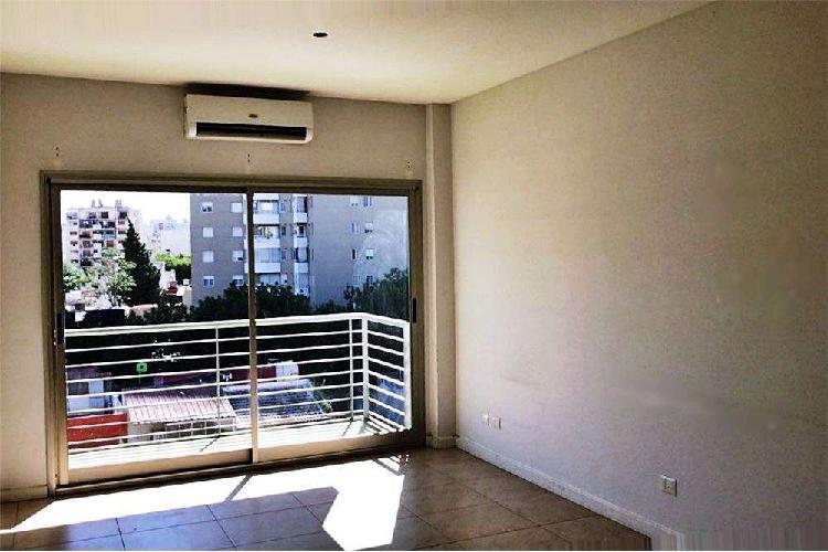 Monoambiente apto prof en caballito con balcón