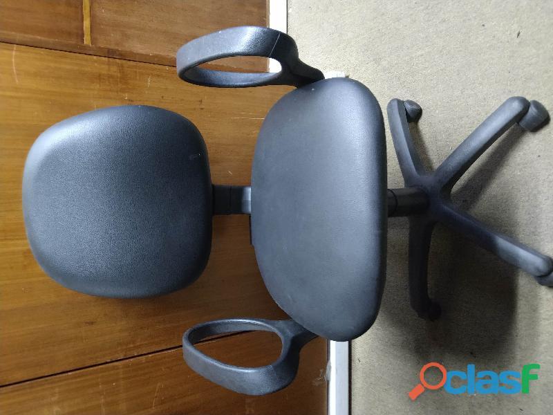 Promo: Escritorio + 2 sillas apilables + 1 silla con apoyabrazos = $11999 1