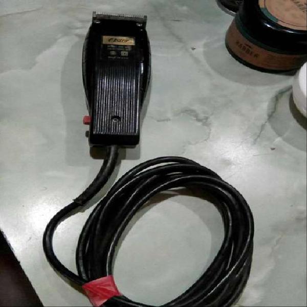 Maquina de cortar cabello marca oster ,usada