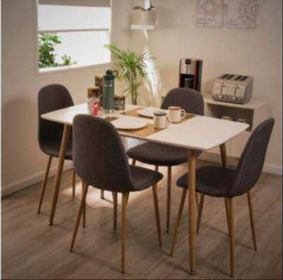 Mesa de madera nueva sin uso