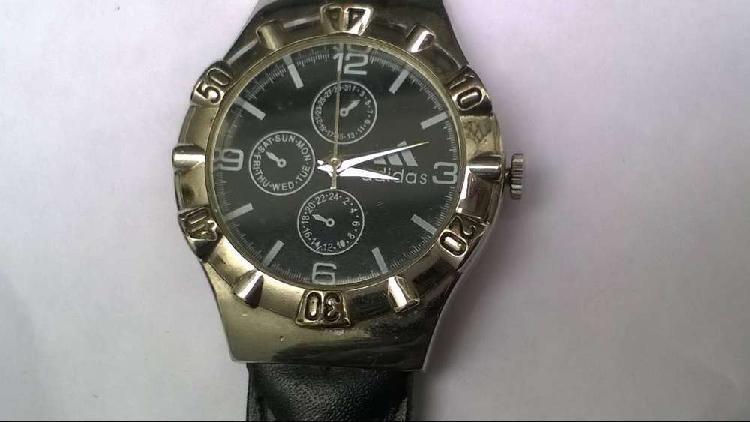 Reloj adidas malla cuero negra nueva