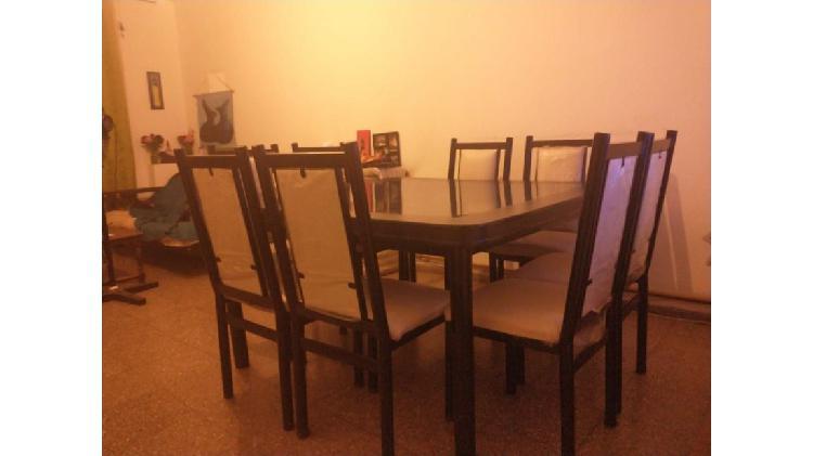 Se vende mesa cuadrada de madera, melamina y hierro de 150