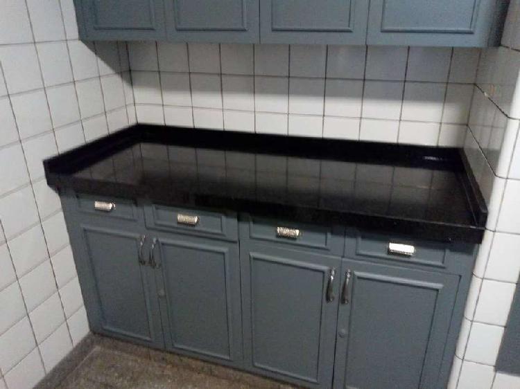 Servicios de marmoleria y carpinteria en el domicilio.