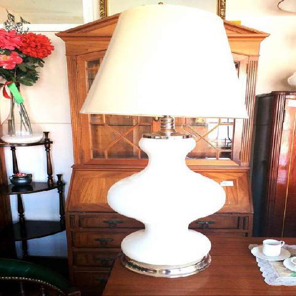 Vendo lampara de mesa antigua. grande. nalo.