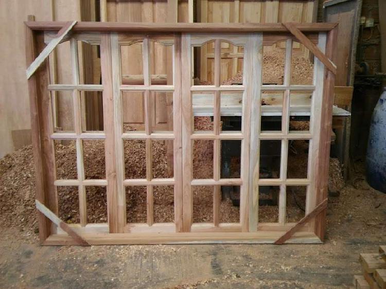 Fabricamos aberturas de cedro a medida