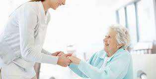Cuidado de personas mayores - en casa o hospital.